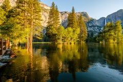Merced flod- och Yosemite Falls landskap Fotografering för Bildbyråer