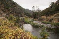 Merced flod på varm höstdag Royaltyfri Fotografi
