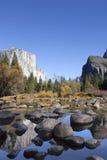 Merced flod, Yosemite Arkivfoto