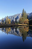 Merced flod, Yosemite Arkivfoton