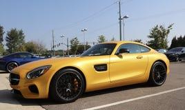 Mercedes AMG GT amarillea imagen de archivo