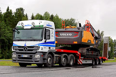 Mercedes-Benz Actros Semi Hauls Volvo Construction Machinery Royalty Free Stock Photos