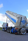 Mercedes-Benz Actros Tanker Truck med silon upp Arkivfoton