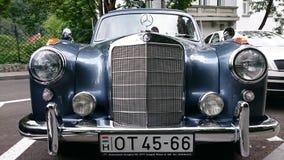 Mercedes Benz Adenauer - salón del automóvil retro de Rumania en Sinaia Foto de archivo libre de regalías