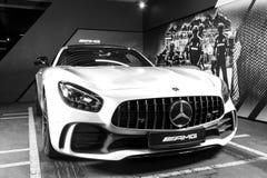 Mercedes-Benz AMG GTR 2018 V8 Biturbo yttre detaljer, billykta Bekläda beskådar Bilyttersidadetaljer svart white Royaltyfria Foton