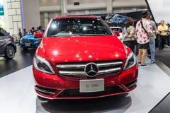 Mercedes benz-b 200 på skärm Arkivbilder
