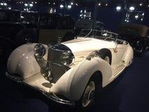 Mercedes Benz bianca d'annata dalla raccolta del museo fotografia stock