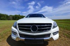 Mercedes Benz bianca nuovissima ml, modello 2013 Immagine Stock