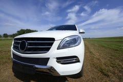 Mercedes Benz bianca nuovissima ml, modello 2013 Immagini Stock