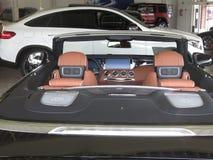 Mercedes-Benz Cabrio Lyxig bilåterförsäljare Arkivfoton