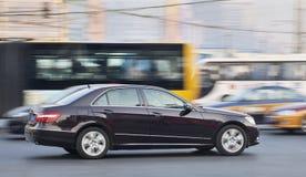 Mercedes-Benz E Klasse in bezig verkeer, Peking, China Royalty-vrije Stock Afbeeldingen