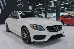 Mercedes-Benz E300 su esposizione fotografia stock