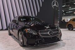 Mercedes-Benz E400 sur l'affichage photos libres de droits
