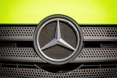 Mercedes-Benz gatunek na przodzie ciężarówka Zdjęcie Royalty Free