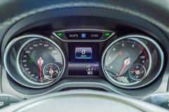 Mercedes-Benz GLA 200 instrumentbräda Arkivbild
