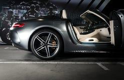 Mercedes-Benz GT-C AMG 6 3 détails extérieurs emballent l'intérieur de roue et de cuir blanc de porte ouverte Photos libres de droits