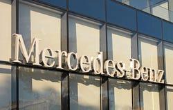 Mercedes-Benz-het handel drijvenembleem Royalty-vrije Stock Foto