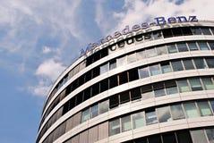 Mercedes-Benz ist ein Spitzenbürogebäude Lizenzfreie Stockfotografie