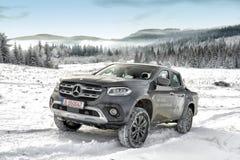 Mercedes-Benz X klasa w zimie obrazy royalty free