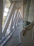Mercedes Benz Museum, Tysklandljus och skugga och korridorutrymme fotografering för bildbyråer