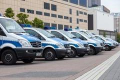 Mercedes Benz Police bilar i den Frankfurt strömförsörjningen, Tyskland Arkivfoto