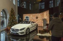 Mercedes-Benz-salon bij Odeon-vierkant in München Stock Afbeeldingen