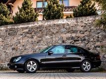 Mercedes Benz Sedan, carro do deutch, xênon ilumina-se, veículo da legenda imagem de stock