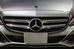 Mercedes Benz Sign Close Up en motorshow del international de Bangkok Se funda en 1926 un automóvil de lujo alemán Imagenes de archivo