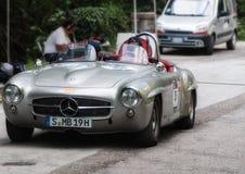 MERCEDES-BENZ 190 SL 1955 op een oude raceauto in verzameling Mille Miglia 2017 Stock Foto's