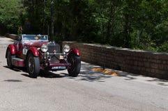 MERCEDES-BENZ 190 SL 1956 på en gammal tävlings- bil samlar in Mille Miglia 2017 Arkivfoton