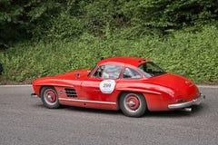 Mercedes benz 300 SL W 198 i det historiska loppet Mille Miglia Royaltyfri Bild