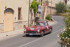 Mercedes-Benz 300 SL W 198 (1955) i Mille Miglia 2014 Royaltyfri Bild