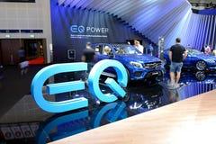 Mercedes Benz som GLE 500e 4MATIC pluggar hybrid- SUV, är in på Dubai den motoriska showen 2017 Arkivbilder