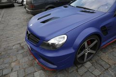 Mercedes E63 blått arkivbild