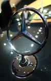 Mercedes emblem på IAA-bilarna Arkivfoto