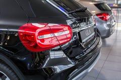 Mercedes GLA in de autotoonzaal Stock Foto's