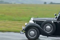Mercedes negro 320 en el movimiento Imágenes de archivo libres de regalías