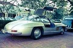 Mercedes SL 300 Gullwing en desfile del coche de la vendimia Imagenes de archivo