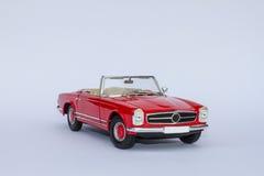 Mercedes 280SL konvertibel modellbil Arkivbilder