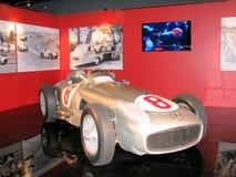 Mercedes tävlings- bil som ställs ut på det nationella museet av bilar Arkivfoton