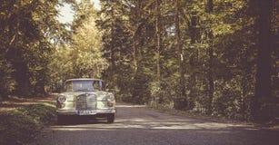 Mercedes W 110 oldtimer arkivfoton