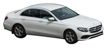 Mercedes weiß auf einem transparenten Hintergrund stockbild