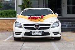 Mercedez Benz ślubny samochód w parking Obrazy Stock
