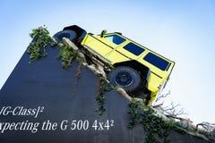 Mercedez Benz Tv Oczekuje Nowego przedstawienie samochód G 500 4x4, Motorowy przedstawienie Genewa 2015 zdjęcia stock