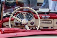 Mercedez 190 SL - Stary zegar Zdjęcia Royalty Free