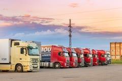 Mercedez, Volvo & Scania Ciężkie ciężarówki z przyczepami, Obraz Stock