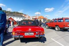 Mercedez 280 w czerwieni Obrazy Royalty Free