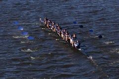 Mercer Crew compete na cabeça da juventude oito do ` s de Charles Regatta Men Fotografia de Stock
