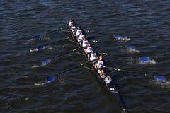 Mercer Crew compete na cabeça da juventude oito do ` s de Charles Regatta Men Imagens de Stock