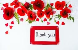Merci carder avec la vue supérieure de fleurs de pavot photographie stock libre de droits
